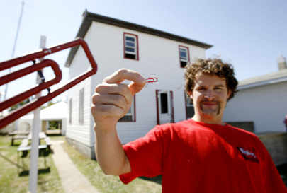 red-paperclip-house